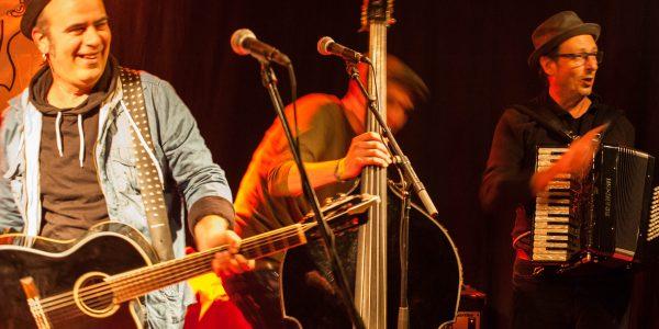 Santa Patchole :  Une joyeuse caravane de reggae poum-tchak